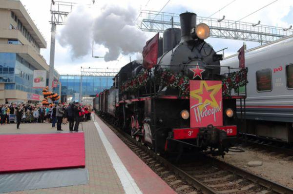 Один из двух паровозов, которые вели состав ретро-поезда «Победы», был участником Сталинградской битвы. Паровоз Эр739-99 построен в 1935 году на Брянском паровозостроительном заводе. С 1941 года он в составе спецформирований НКПС СССР в колонне паровозов особого резерва №38 обслуживал прифронтовые участки в районе Сталинграда.