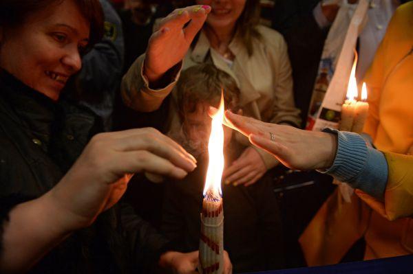 Верующие нацеремонии встречи Благодатного огня ваэропорту «Внуково».