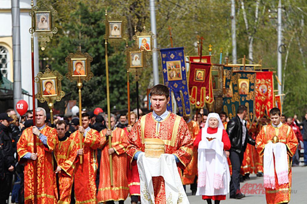 Крестный ход прошёл по центральному проспекту Новосибирска.