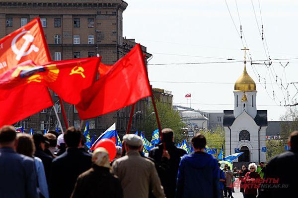 Одно шествие сменяло другое в Новосибирске. И многие удивлялись: сегодня первомай или Пасха?