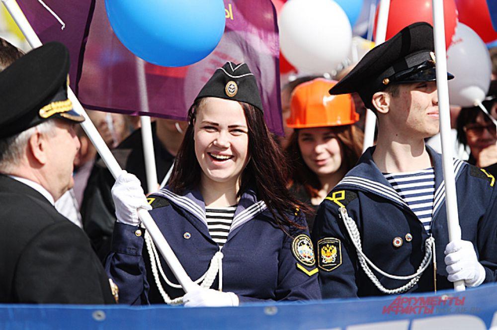 У участников шествия было хорошее настроение и даже портящаяся погода не помешала этому.