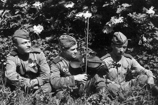 Бойцы Красной Армии, освобождавшие Борнхольм, во время отдыха.