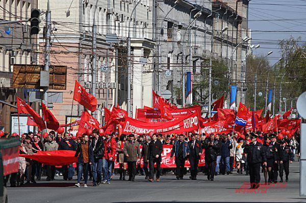 1 мая самая большая колонна у коммунистов, ведь именно в советское время стали отмечать этот праздник.