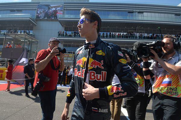 Российский гонщик команды «Ред Булл» Даниил Квят перед началом гонки.
