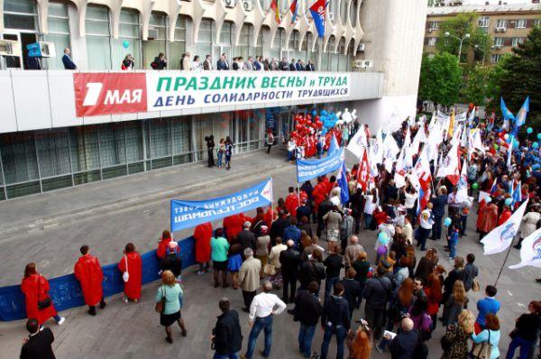 После шествия участники акции собрались на митинг на площади перед Домом профсоюзов.