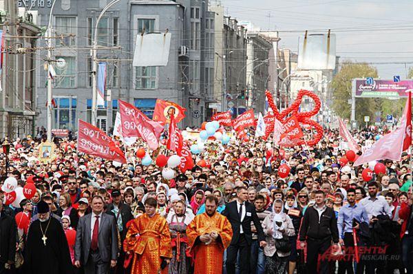 Крестный ход собрал много православных. Шествие было торжественным.