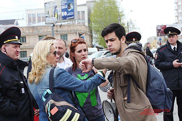 Колонна с монстрантами прошла по центру Новосибирска строго после Всешествия