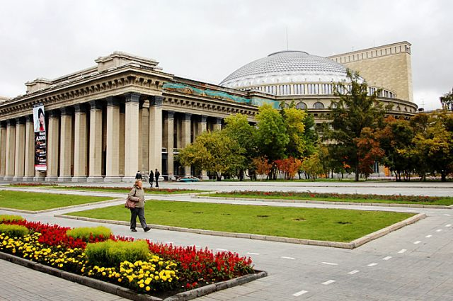 Оперный театр теперь освящен
