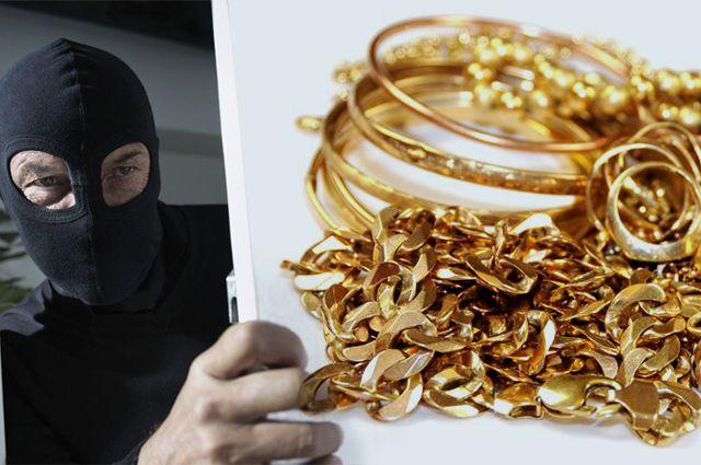 Знакомый обокрал свою приятельницу , похитив издома золота на 90 000  руб.