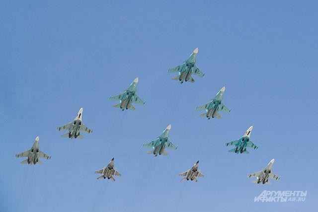 10:37 0 73 В небе над Екатеринбургом пройдет репетиция парада ПобедыНад площадью 1905 года пролетят самолеты и верто