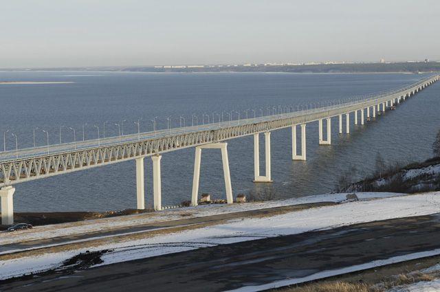 Мост через Волгу - крупнейший советский долгострой - в конце концов удалось достроить.