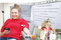 Чтобы сдать кровь, доноры занимают очередь.