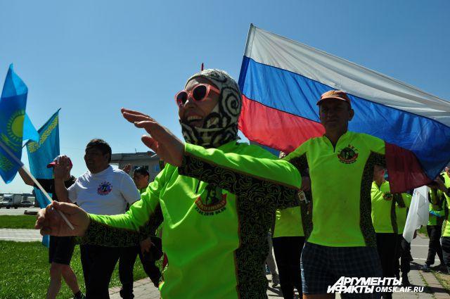 Помимо омичей, в пробеге принимали участие спортсмены из Казахстана и Тобольска.