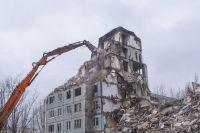 Строители сносили незаконно построенный объект.
