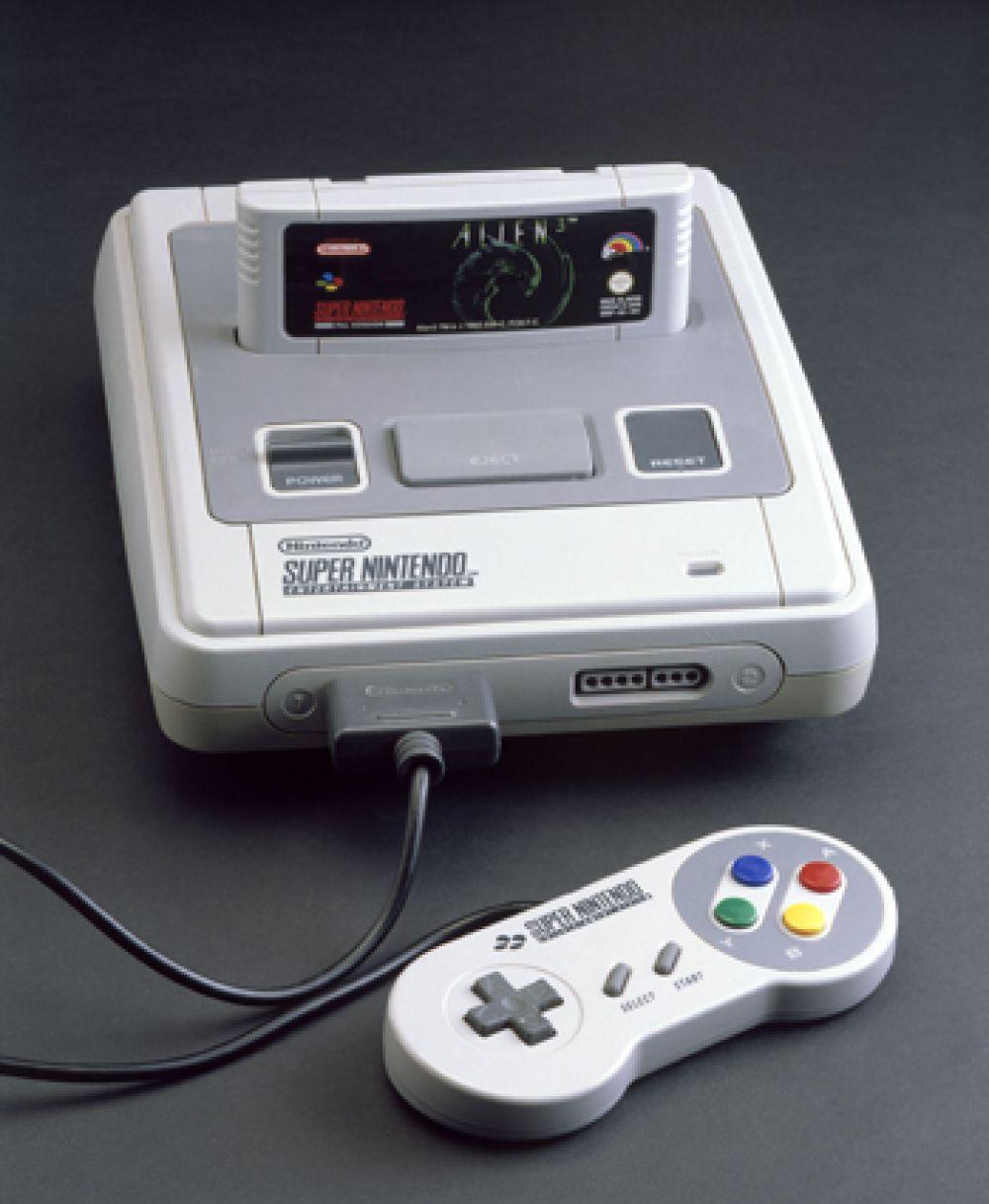 15-е место. Nintendo Entertainment System — восьмибитная игровая консоль, популярная во второй половине 1980-х и начале 1990-х годов, и больше известная в России как Dendy, по наиболее известному неофициальному клону.