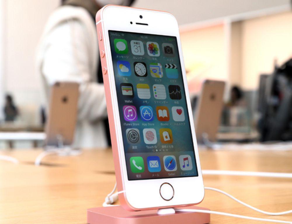 1-е место. Apple iPhone, удостоившийся верхней строчки рейтинга за популяризацию мобильных приложений.