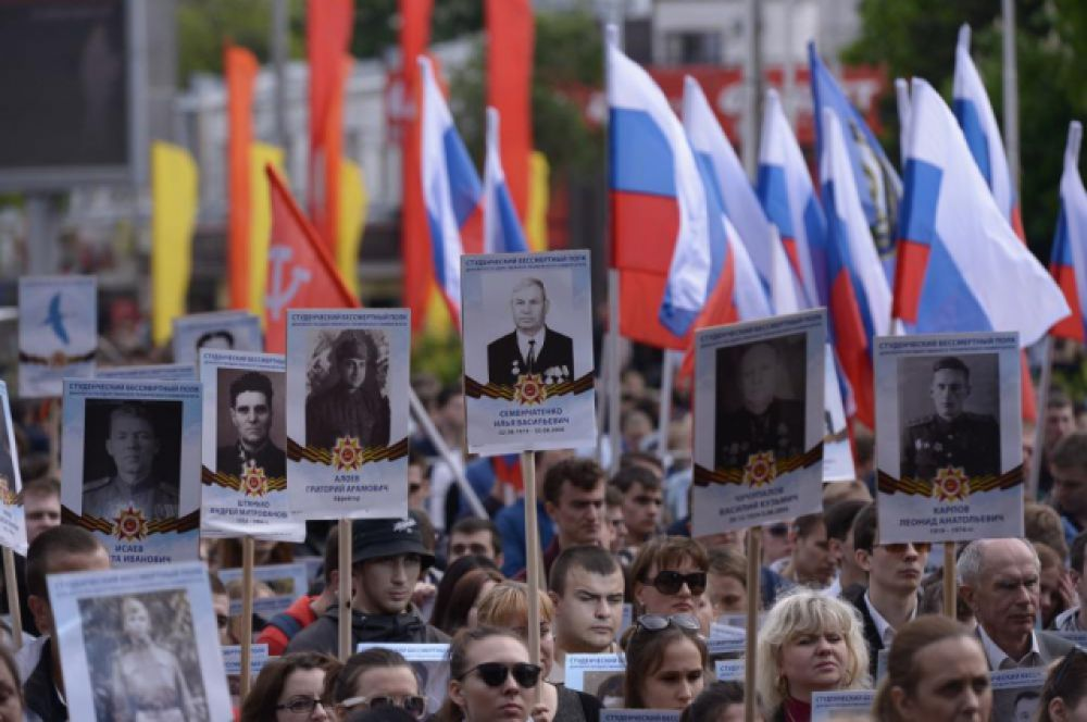 Первый в стране марш Студенческого «Бессмертного полка» собрал в более двух тысяч участников.