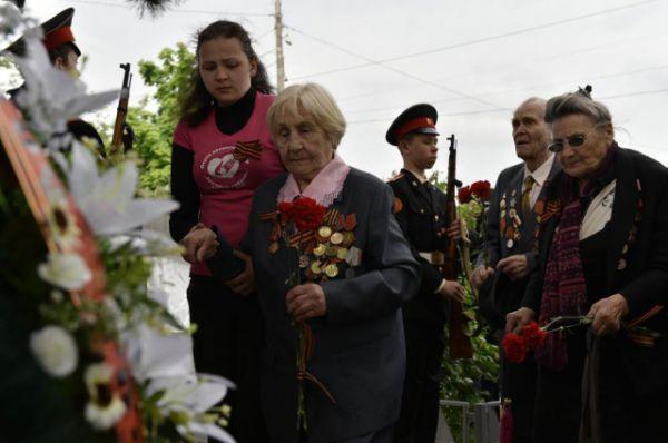 Мероприятие началось с возложения цветов к памятнику студентам, преподавателям и сотрудникам РИСХМа, погибшим в годы Великой Отечественной войны.