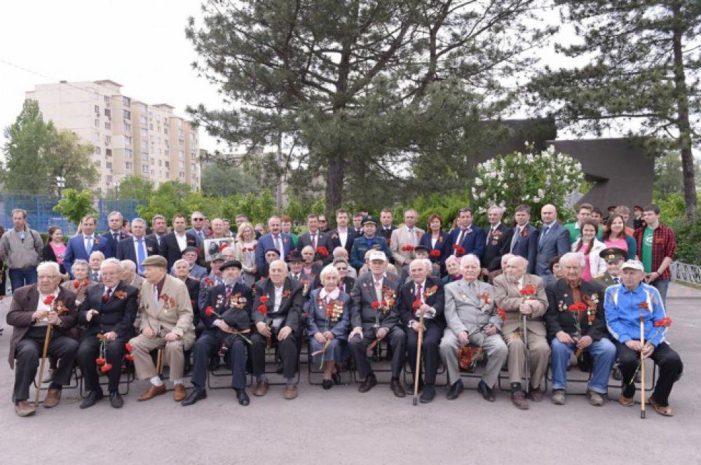 На торжественной церемонии открытия акции присутствовали ветераны и труженики тыла.