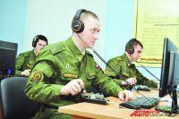 Связисты учатся приёму передач на слух в специальном классе.