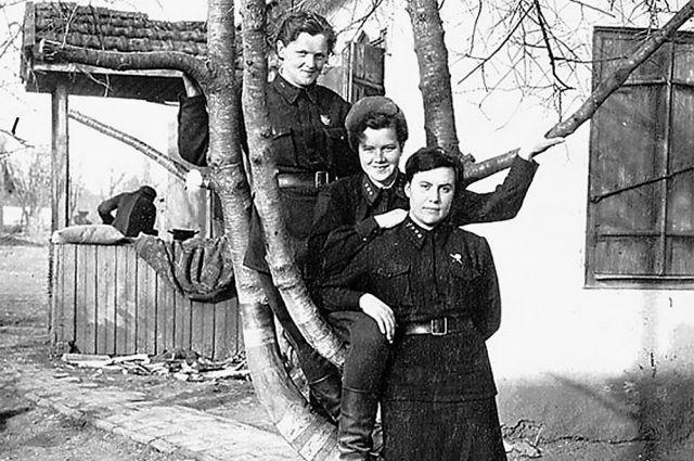 Ирина Ракобольская - крайняя справа.