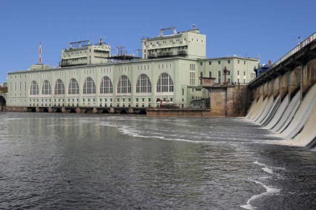 Первый советский генератор, выпущенный на Ленинградском металлическом заводе, был запущен 5 мая 1927 года.
