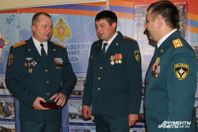 19 марта пожарные бок о бок работали на ликвидации последствий катастрофы Boeing в Ростове.