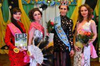 """В короне - победительница конкурса """"Мисс Весна"""" Галина Чередниченко."""