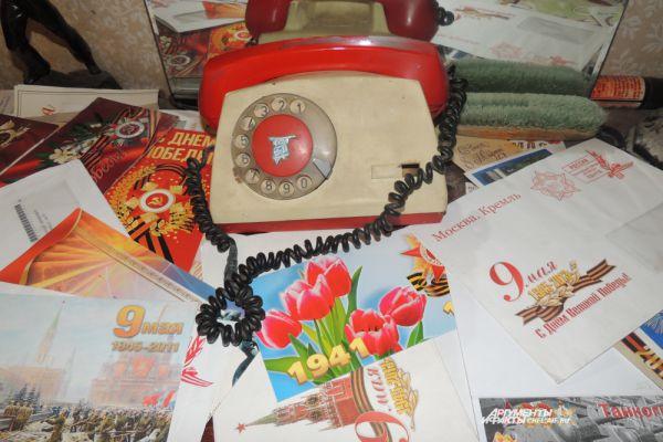 Сегодня, в канун Великой Победы, телефон Евгения Ефимовича молчит. Его не поздравляют коллеги и сослуживцы: большинства уже нет в живых. Власти города, района, области и страны исправно шлют телеграммы, открытки и письма.