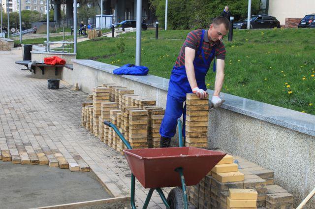 На набережной Трибуца в Калининграде переложили просевшую тротуарную плитку.
