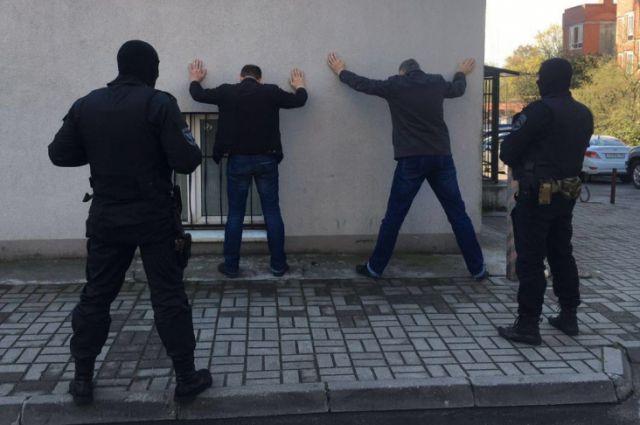 В Калининграде задержали мужчину, торговавшего оружием через Интернет.