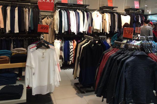Из магазина была похищена женская одежда на сумму 11 тыс. рублей.