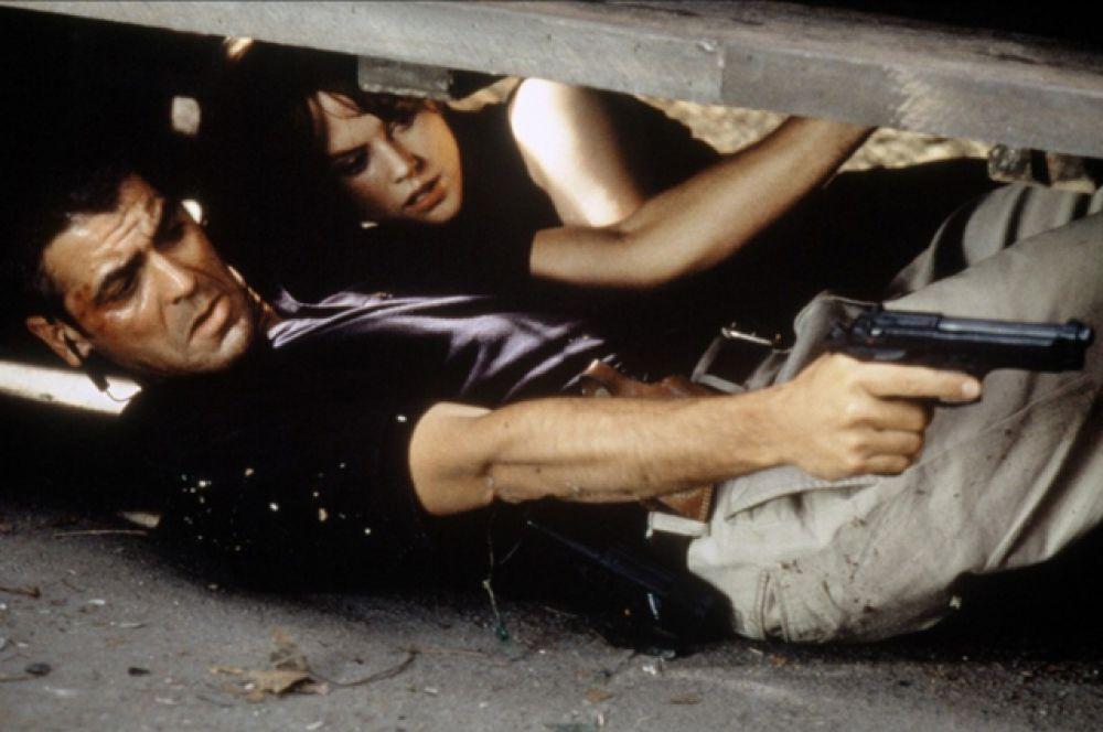 «Миротворец» (1997) — Томас Дево