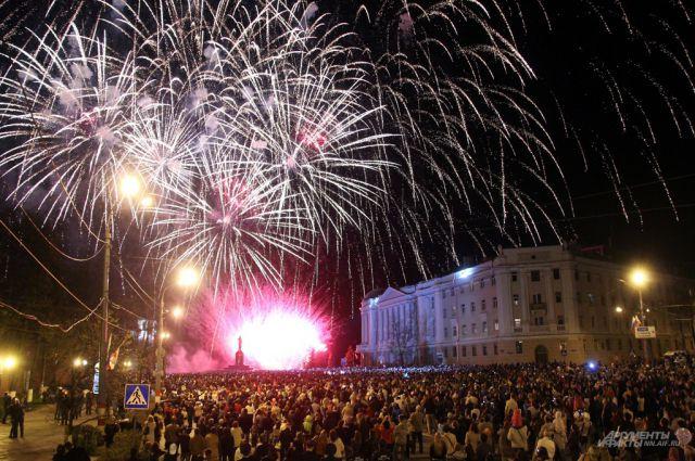 Салют в честь Дня Победы в Нижнем Новгороде.