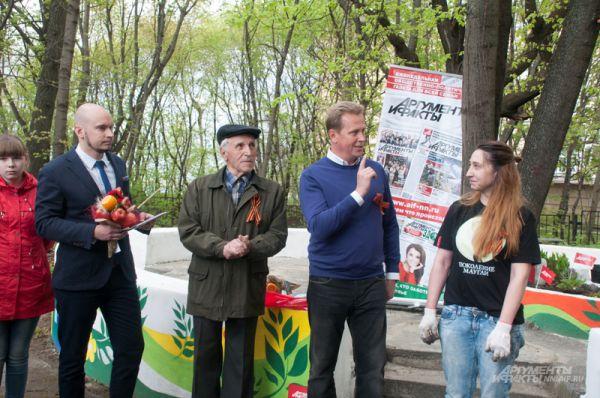 Глава администрации Нижегородского района Игорь Согин поздравил ветеранов с Днем Победы.