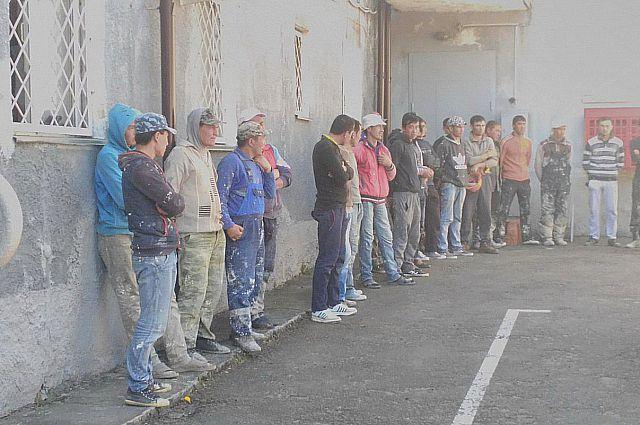 На стройках в Гурьевском районе  выявили нелегальных мигрантов.