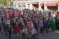 Участники акции «Бессмертный полк» во время шествия в Петроградском районе Санкт-Петербурга.