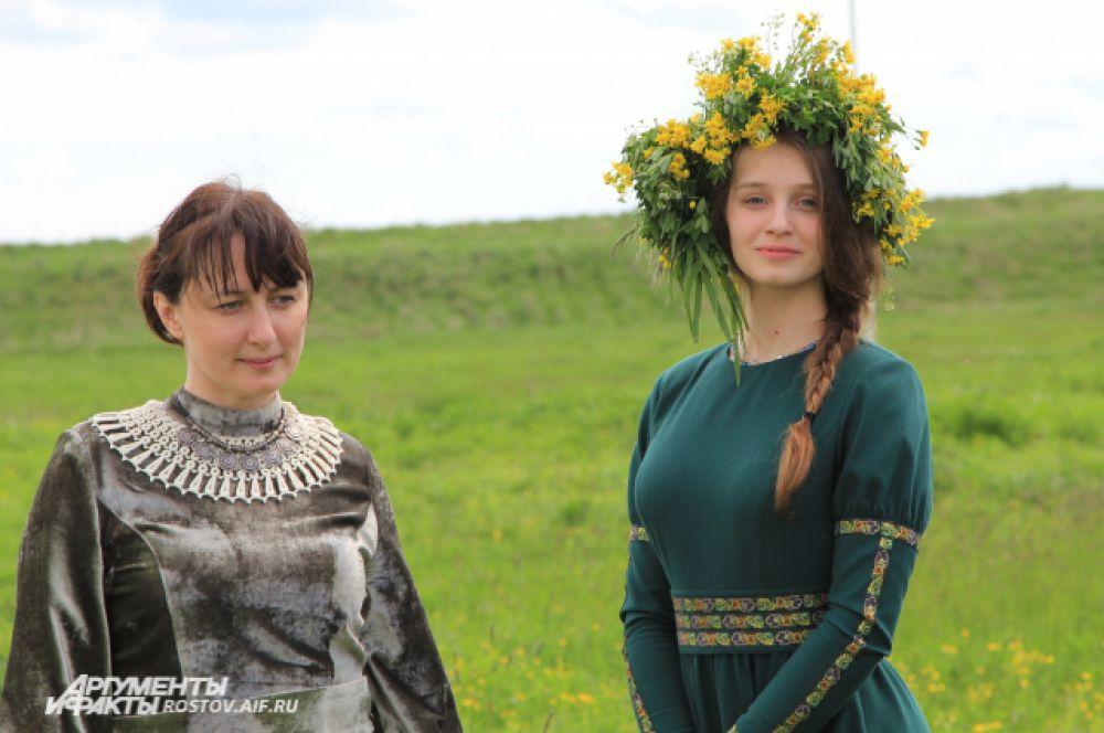 Организаторами особо приветствуется приезд гостей на Шермиции в национальных костюмах своего народа.