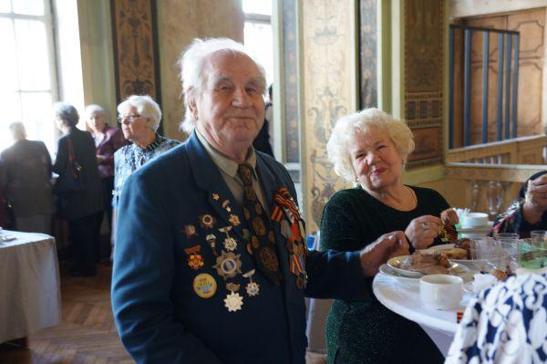 Для гостей был организован праздничный фуршет.
