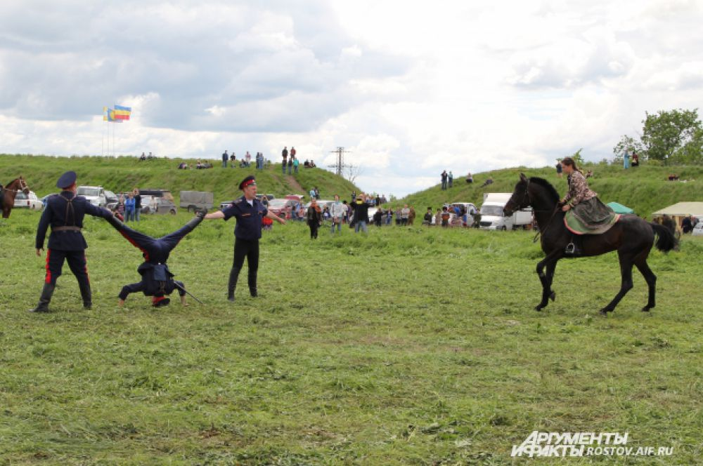 Участие конного взвода было под большим вопросом из-за дождя, который прошел накануне. Но в день игр погода стояла идеальная.