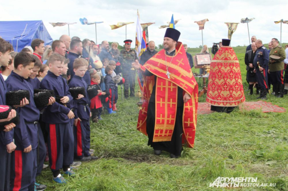 Молебен, чин освещения воинских оружий, торжественное открытие Георгиевских Шермиций.