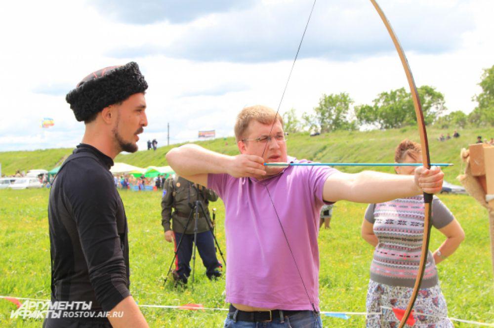 Турнир по стрельбе из традиционного лука. Стрельнуть мог любой желающий.