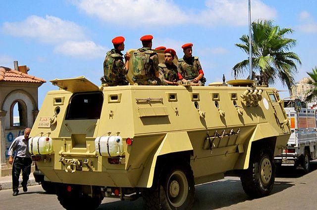 ВЕгипте террористы расстреляли полицейскую машину, погибли девять полицейских