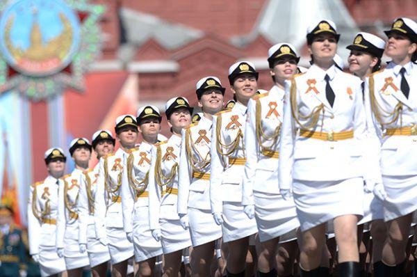 Впервые в ходе парада Победы по Красной площади прошли женщины-военнослужащие из Военного университета Минобороны РФ и Вольского военного института материального обеспечения (филиала) Военной академии имени генерала армии А. В. Хрулёва.