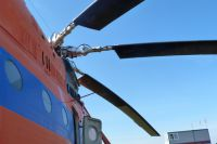 В Иркутской области на автомобильной дороге приземлился вертолет Ми-8.