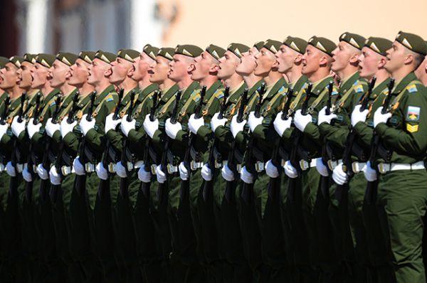 Также впервые в параде участвовала колонна Воздушно-космических сил. Этот новый вид войск Вооружённых сил России был образован 1 августа 2015 года. На Красной площади ВКС представили курсанты Военно-воздушной академии имени Жуковского и Гагарина и Военно-космической академии имени Можайского.