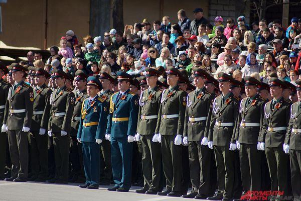 На Октябрьской площади Перми состоялся парад в честь Дня Победы.