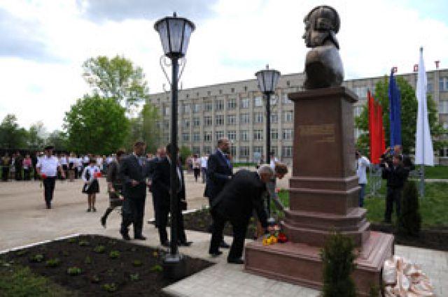 В Рязанской области открыли памятник Герою Советского Союза Андрею Серебрякову.