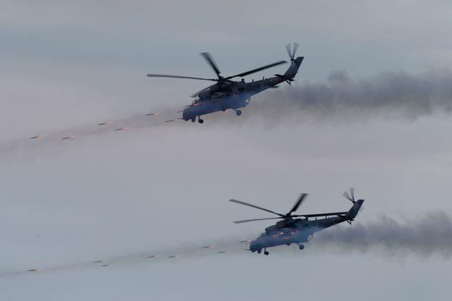 Боевые самолеты и вертолеты можно было увидеть в небе над Новосибирском