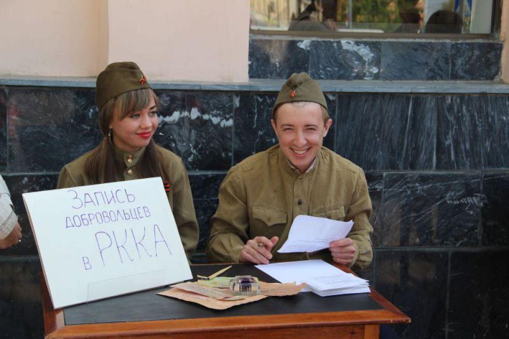 В Красную Армию записывают всех.